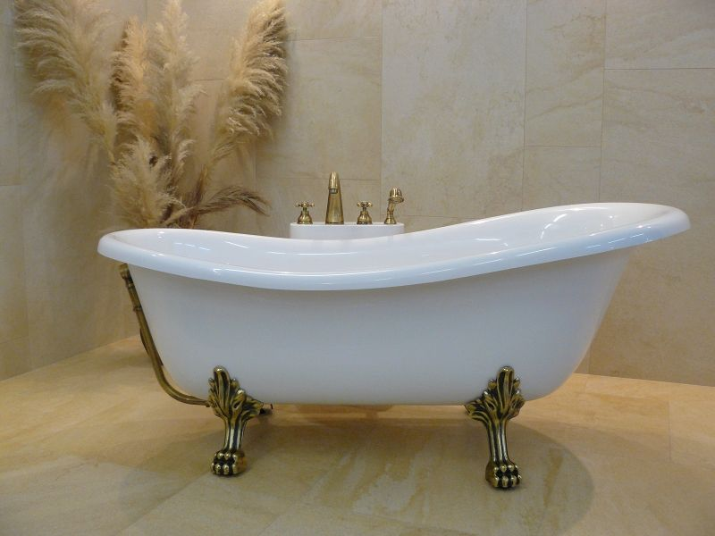 Old-fashioned tub with lions paw feet. | Things I Want in My Home ...