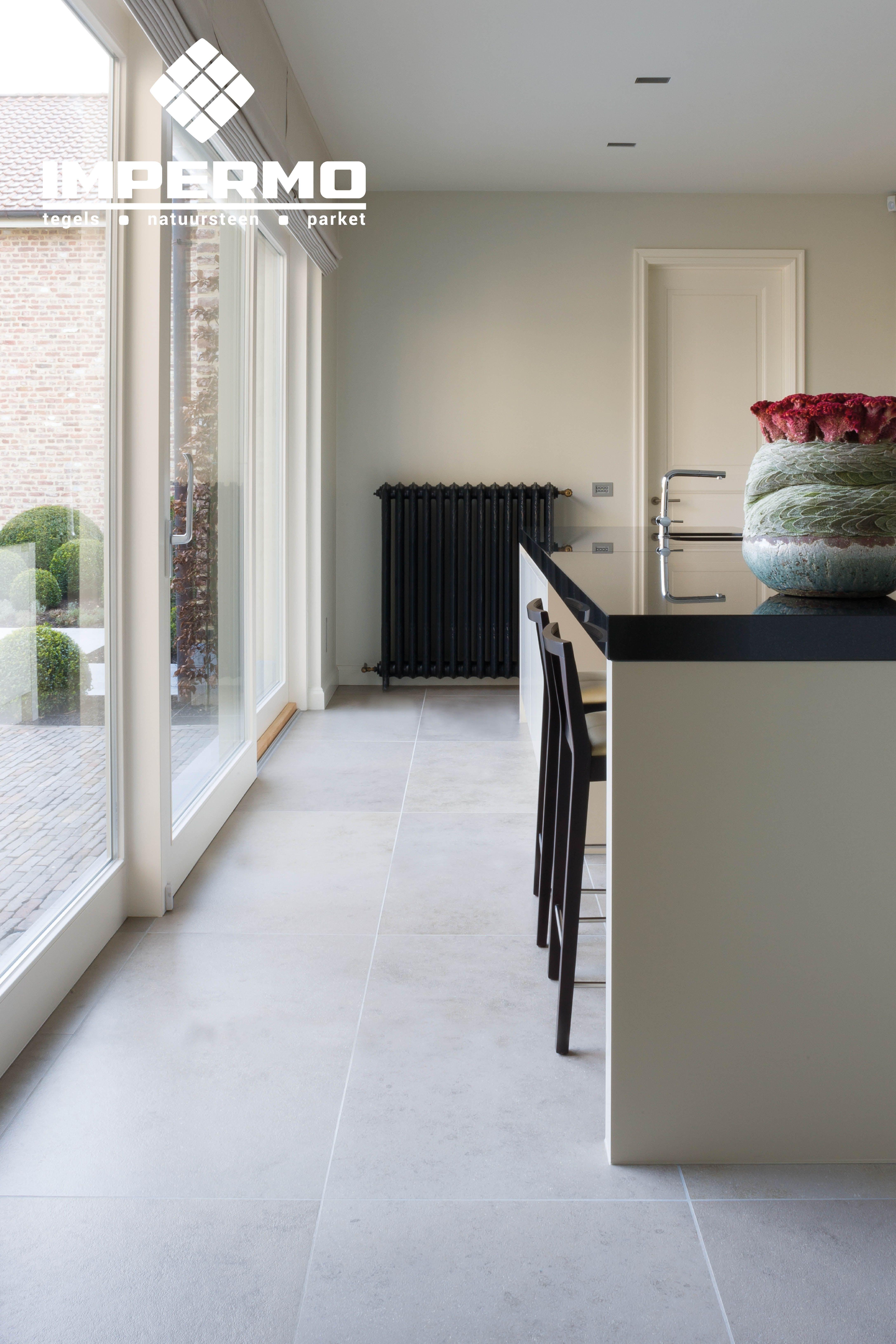 Volkeramische Vloertegel Betonlook In Een Keuken Through Body