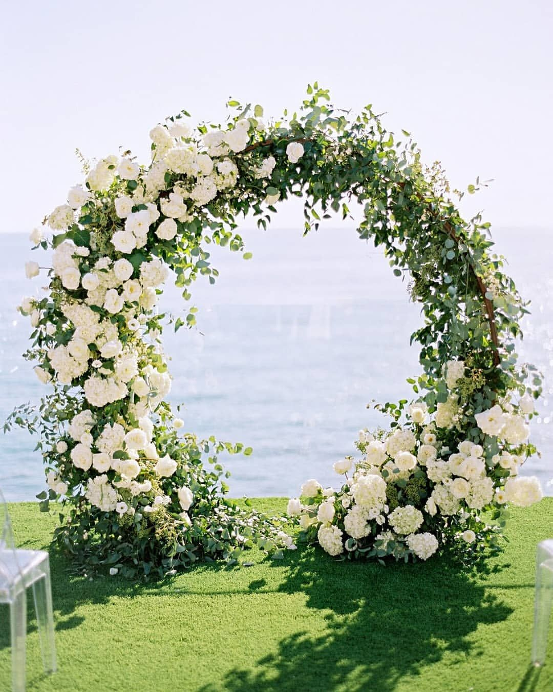 Flower Arch For Wedding: Major Heart Eyes For This Circular Floral Arch 😍😍😍 Double