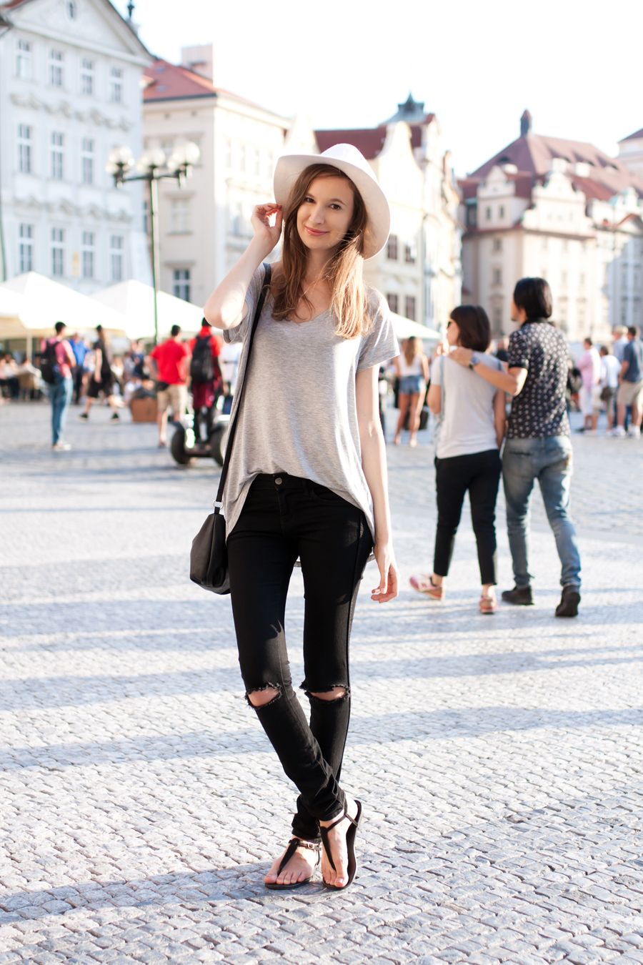 3ef8a7fb11 Ripped Knee Jeans Outfit
