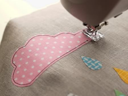 Sewing on appliques with machine- tutorial tips, also links to other ...