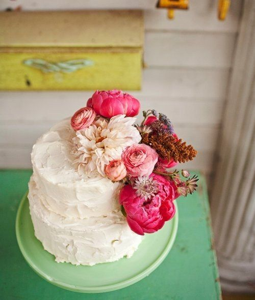 Wedding Cakes With Flowers On Top: Awesome White Wedding Celebration Cake Decorated With