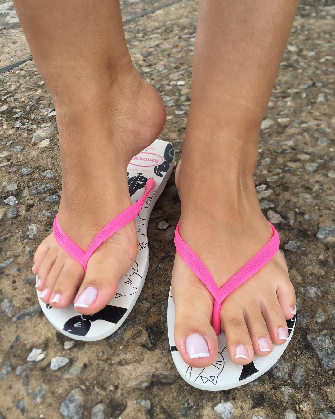 Sexy Feet In Flip Flops Painted Toes