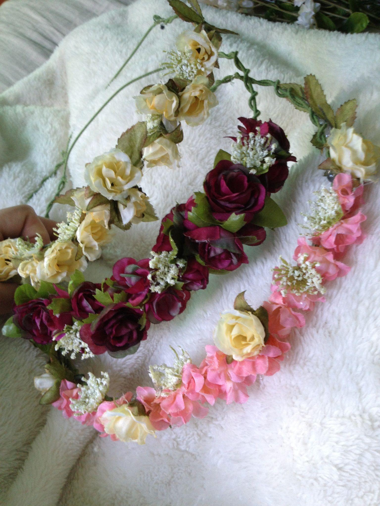 Já fiz com florzinhas artificiais para uma bebê linda Ana Júlia, e flores naturais para uma noiva linda que foi minha daminha Priscila...