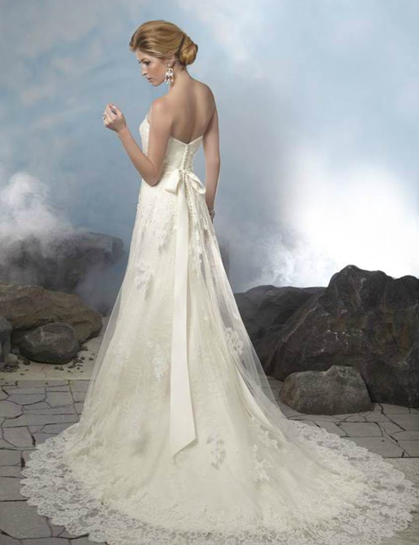 Wedding dress with bow on back  love the bow and back  WEDDING IDEAS  Pinterest  Weddings