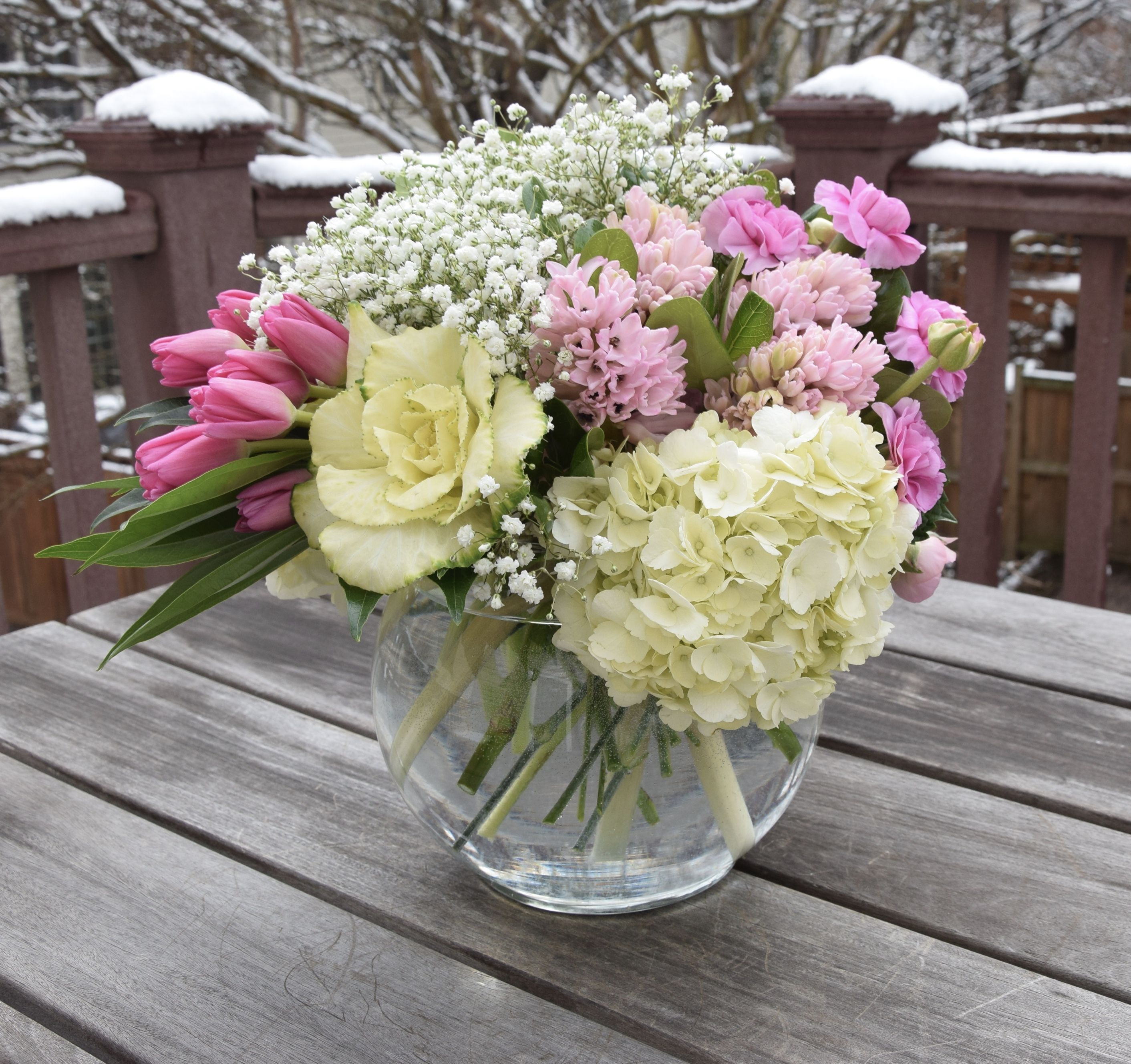 Flower Arrangement In A Glass Bowl Fresh Flowers Arrangements Beautiful Flowers Garden Flower Vases