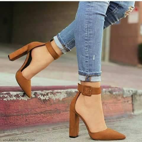 28 Diseños de zapatillas con tacón grueso  2829db7c52ff