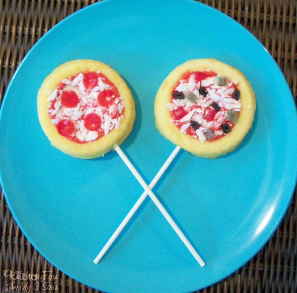 These pepperoni and veggie Pizza Cake Pops have to be one of the funnest things that we have made. The boys got such a kick out of these and they are so easy to make! We made the pepperoni pizzas using pre packaged mini short cakes (Kroger brand 4 for $1), red frosting (we made …