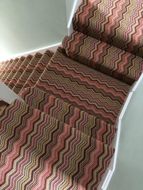 Best Deco Zigzag Carpet Installation Tufted Carpet Staircase 400 x 300