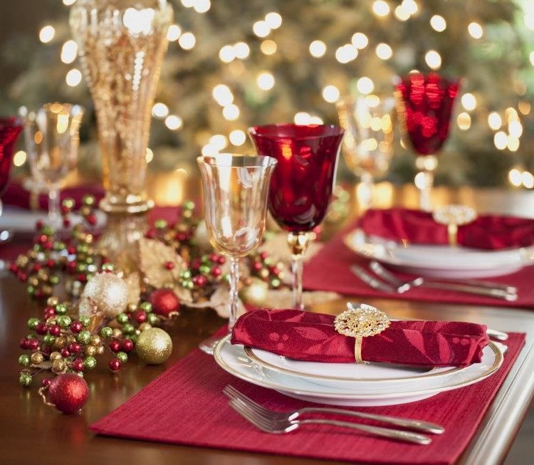 Christmas Table Setting Simple Rules For Your Festive Dinner In 2020 Christmas Dinner Table Christmas Table Christmas Table Settings