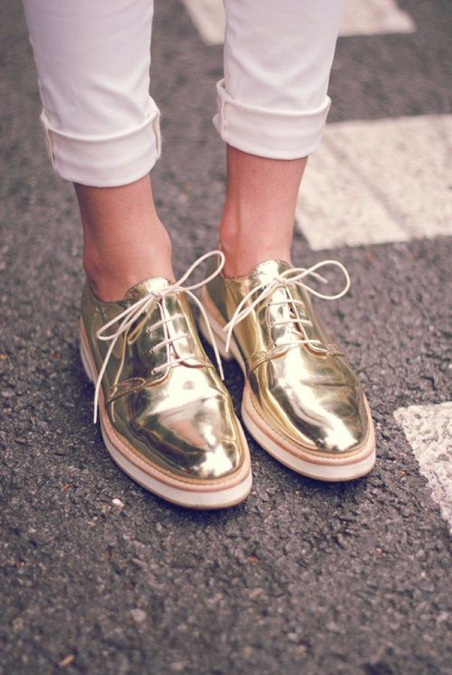 5dd0aefefda8 Schuhtrends im Frühling Sommer 2016  Diese Trendschuhe wollen jetzt alle  haben! Weiße Sneaker sind jetzt Trend!