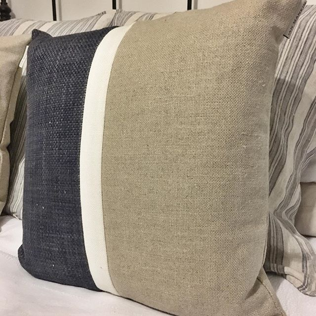 Happy Monday everyone!  We've had a busy day today getting some painting done and planning February's activities.  Ready for bed already!!! Who wouldn't be with fresh sheets on and these beautiful Ian Mankin pillows 😍 . . . #interiors #interiordesign #whiteinterior #ianmankin #blueandbeige #cushions #bedding #bedtime #scandistyle #scandinavianinterior #scandinavianstyle #scandi #bedroomdecor #bedding #persuepretty
