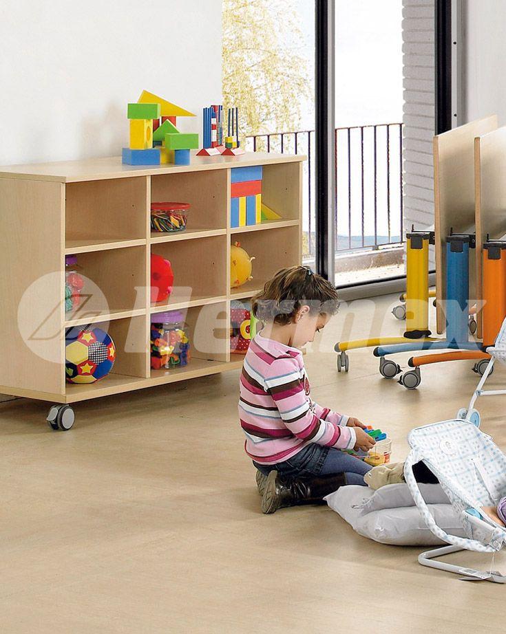 Mueble bajo con ruedas muebles escolares pinterest for Muebles escolares