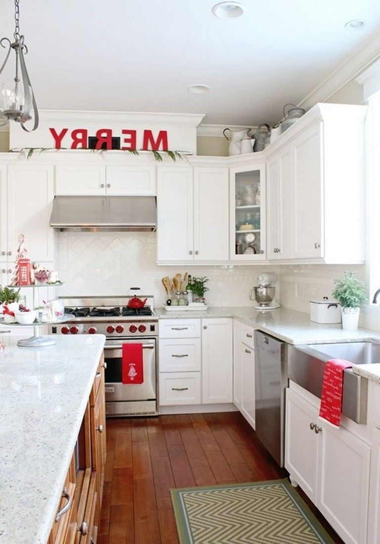 40 simple christmas kitchen decorating ideas kitchen kitchen decor christmas kitchen on kitchen cabinets xmas decor id=87119