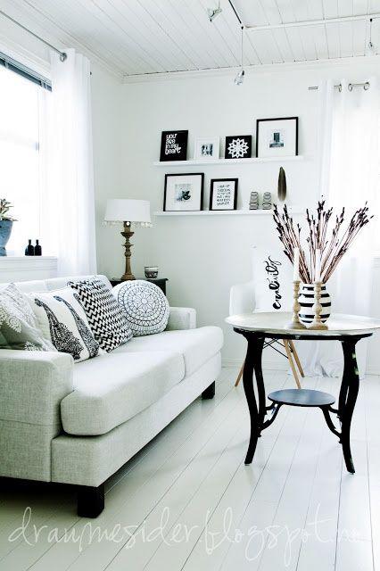 Draumesidene: Black & white livingroom