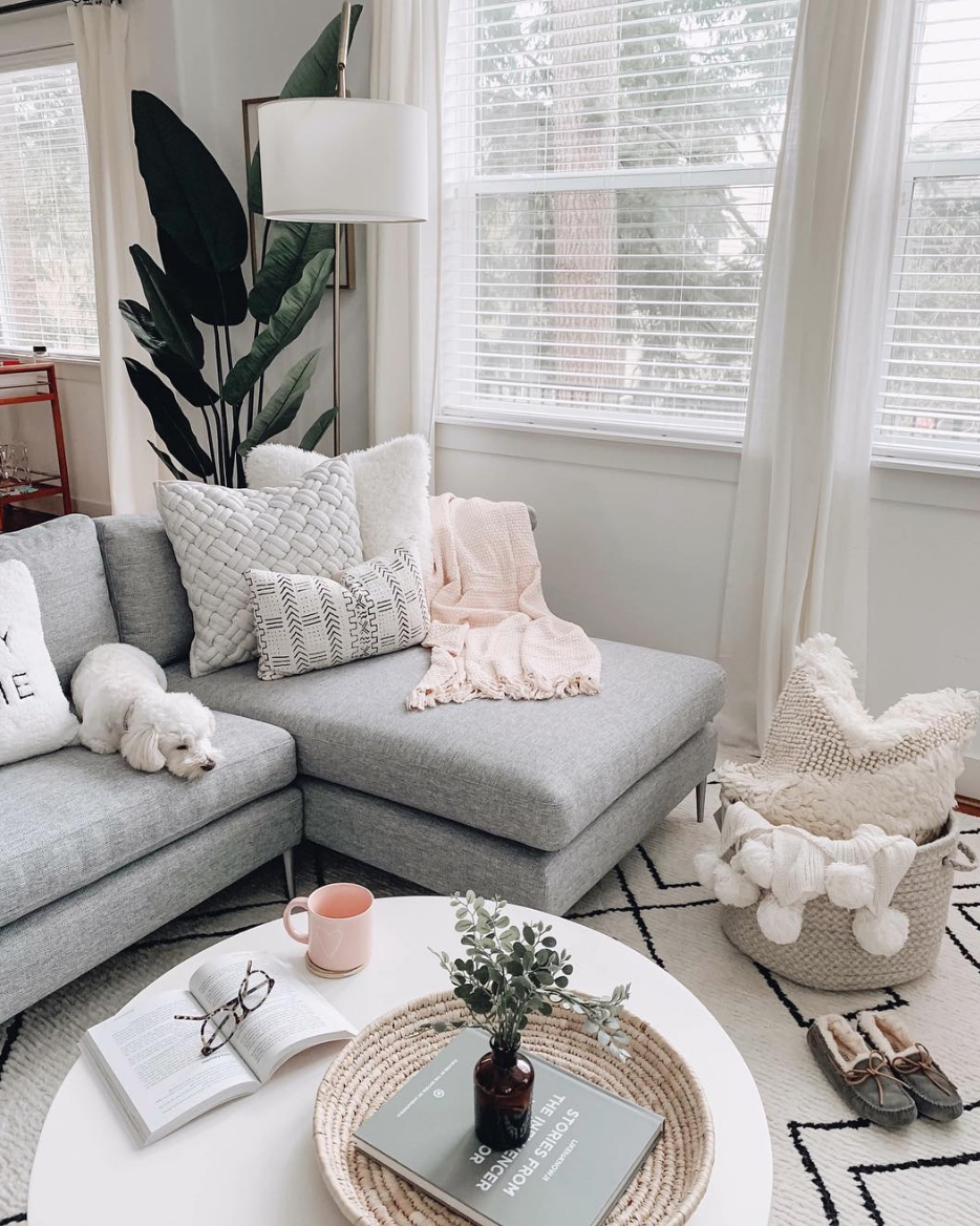 Successful Women Agree This Is How They Stay Motivated Living Room Grey Apartment Living Room Living Room Designs