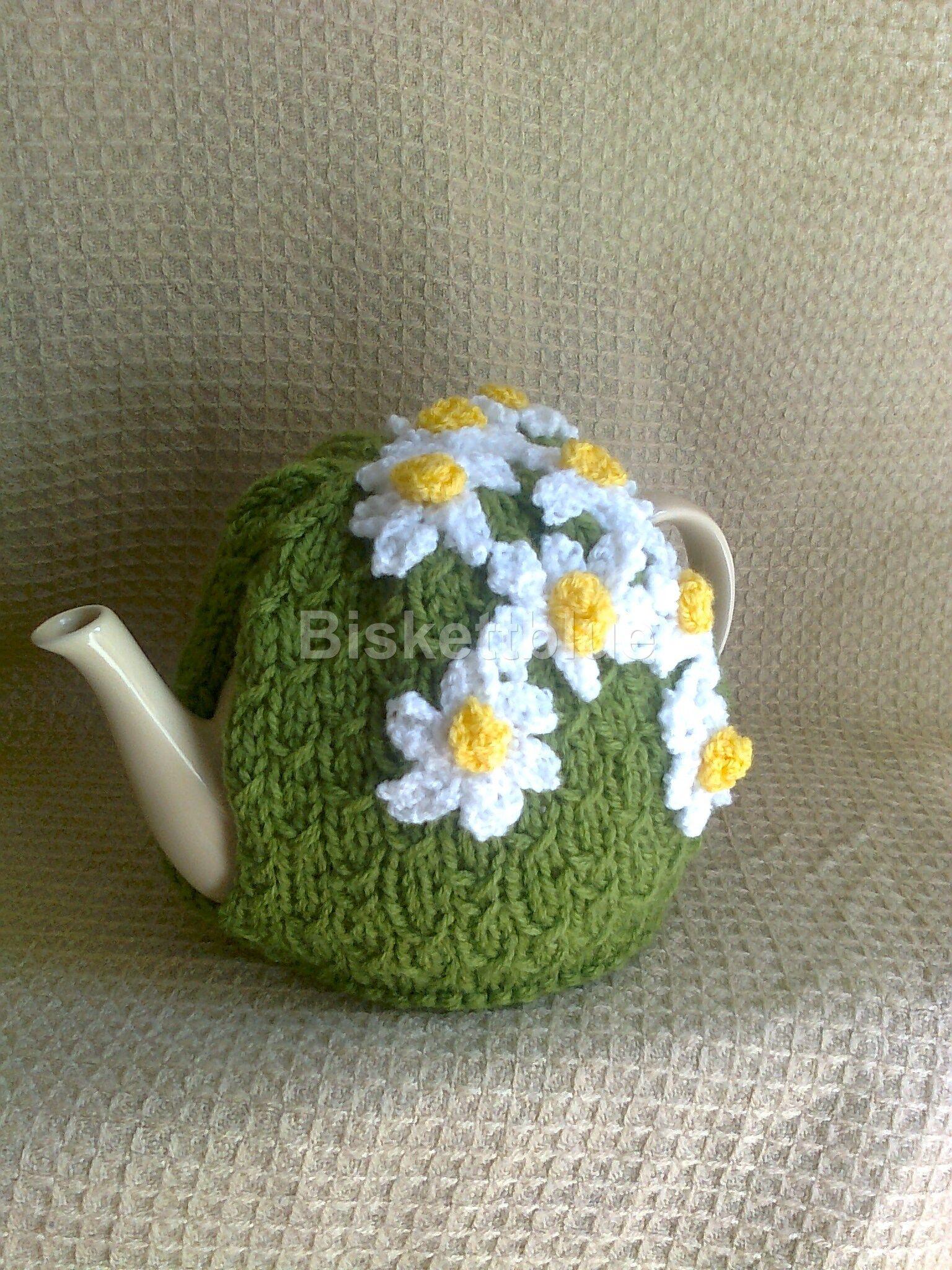 Daisy Tea Cosy pattern to come   грелки на чайник   Pinterest   Teteras