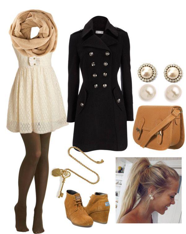 Vestido beige con medias negras