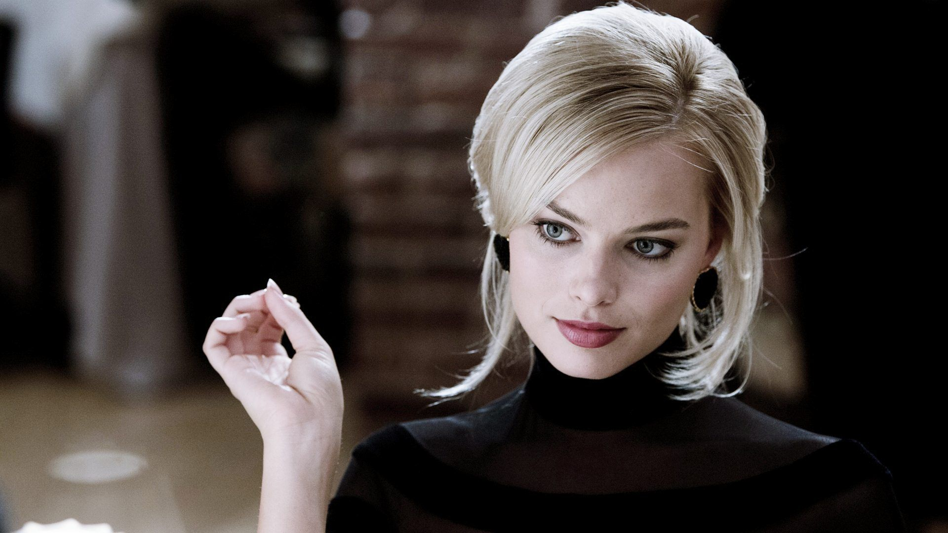 margot robbie librarian