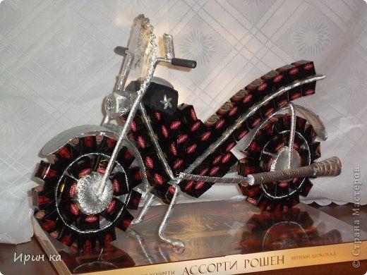 мотоцикл своими руками из конфет пошаговое фото