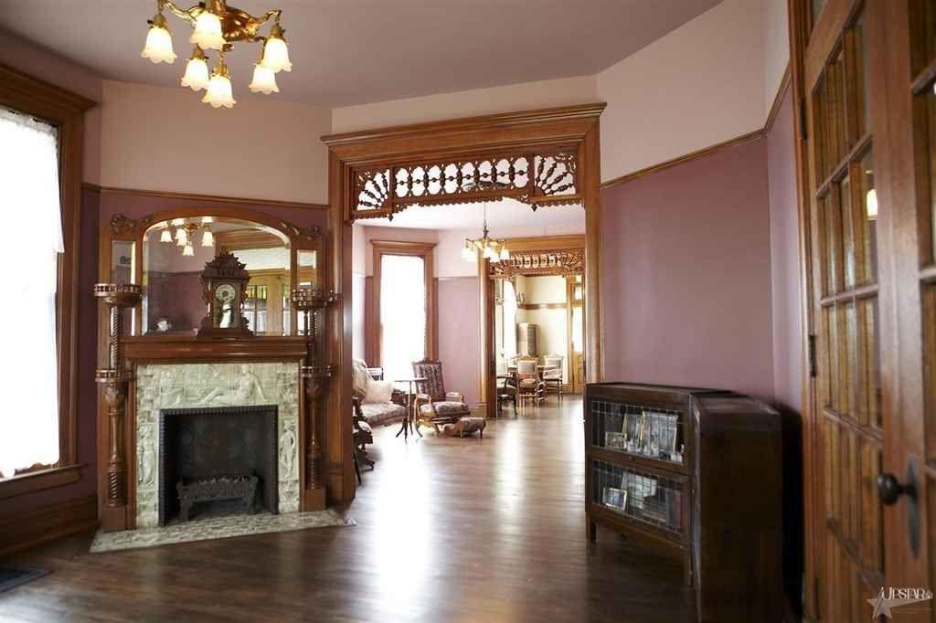 1888 Queen Anne   Fort Wayne, IN   $189,000   Old House Dreams