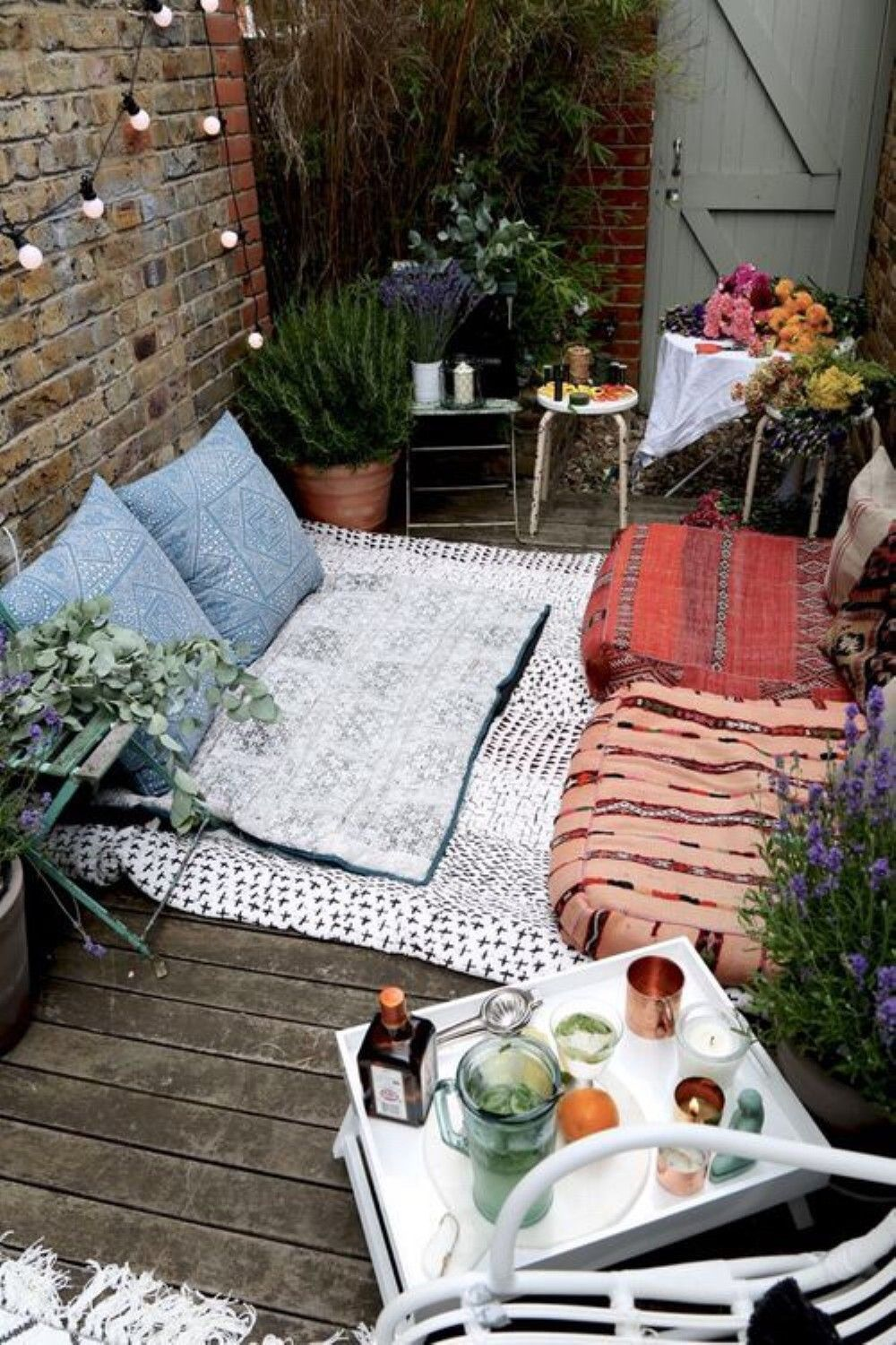 Amazing 40 Genius Hack to Remodeling Small Outdoor Space https://cooarchitecture.com/2017/04/14/40-genius-hack-remodeling-small-outdoor-space/