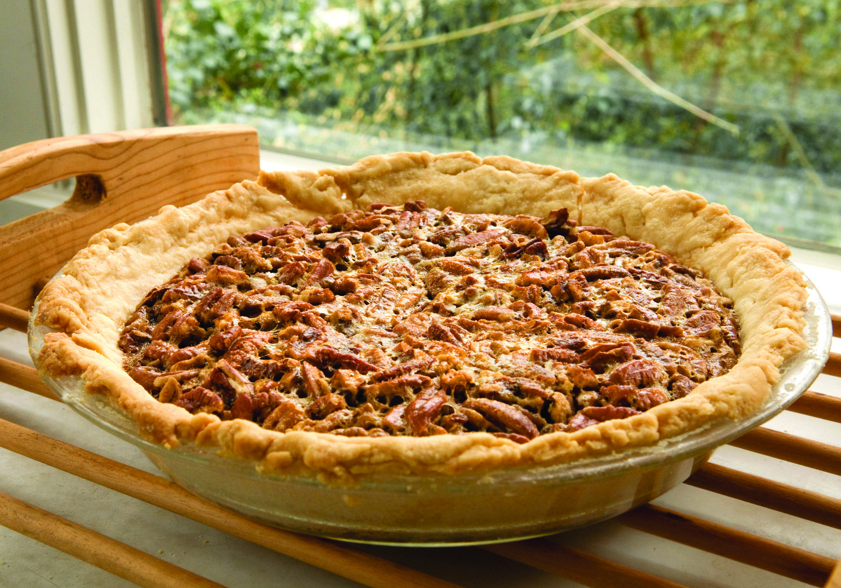 Print Guilt-free Pecan Pie Yield: 8 servings This season, stay on track by serving delicious, calorie-reduced versions of traditional festive desserts. Lightly sweetened with naturally-sourced stevia, this pecan pie will make a tempting addition to any holiday table and appease guests young and old.Ingredients1 refrigerated pie crust from a 15 …