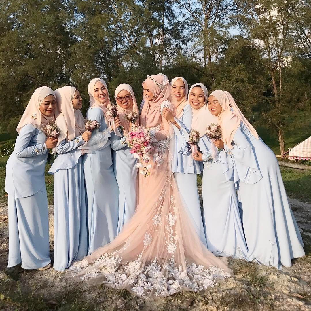 Beautiful outfit for bridesmaid by @minaz.my. Thank you kak