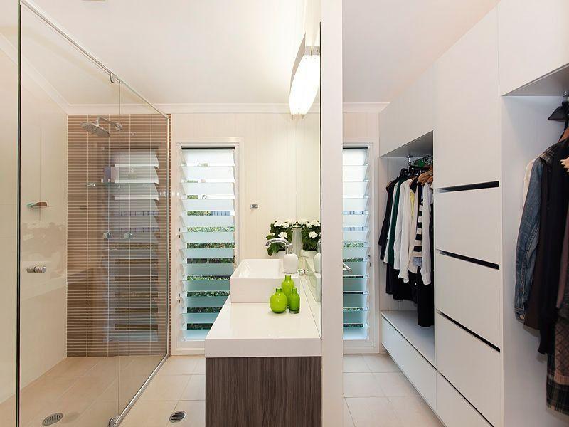 Bathroom and walk in robe queenslander houses for Queenslander bathroom designs