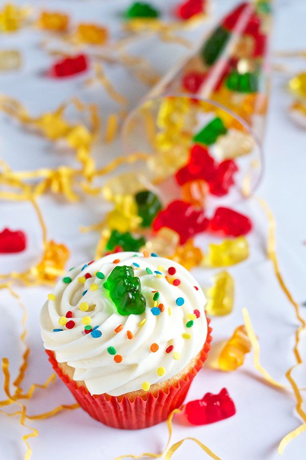 Cup Cake Ideas For Pool Party With Gummie Bears