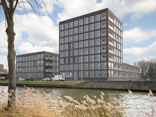 Ceres 29, vraagprijs: € 298.000,- k.k. Zeer luxe uitgevoerd appartement direct aan de Zuid-Willemsvaart, op loopafstand van het centrum van Weert. Dit riante appartement beschikt over een groot balkon en een parkeerplaats met losse berging. Zie link voor brochure.