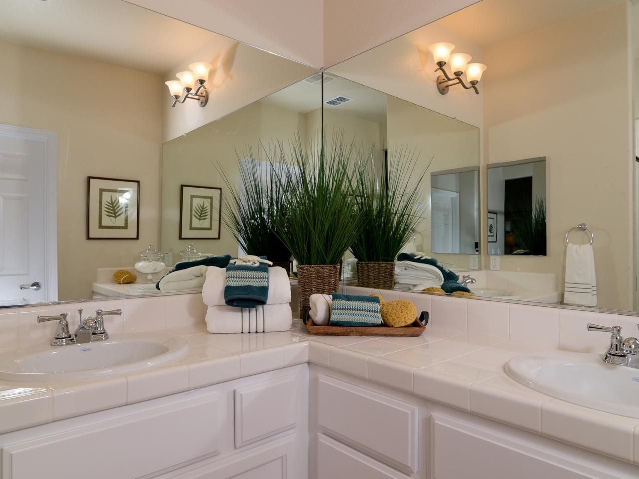 Two Large Vanities Meet In The Corner Creating An L Shaped Counter In This Traditional Bathroom