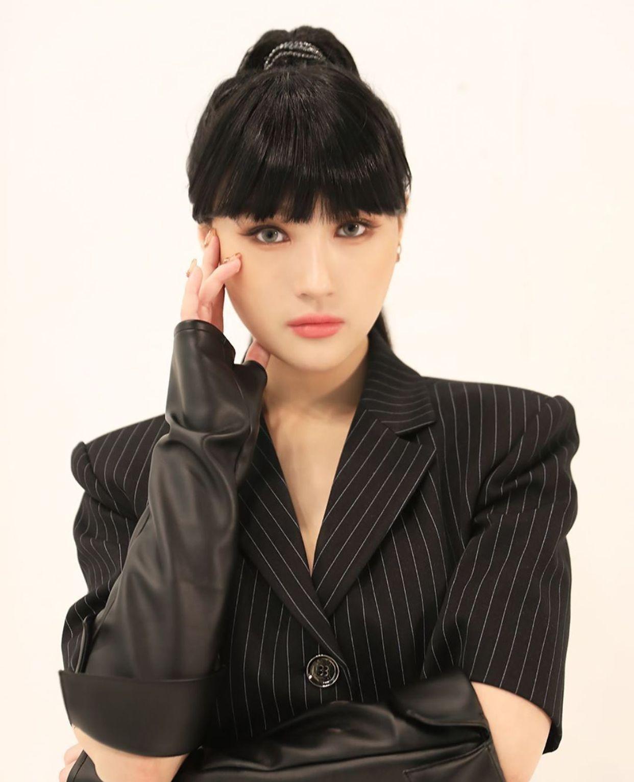 Pin By Btsarmyzona On Siyeon Dream Catcher Korean Aesthetic Girl Bands