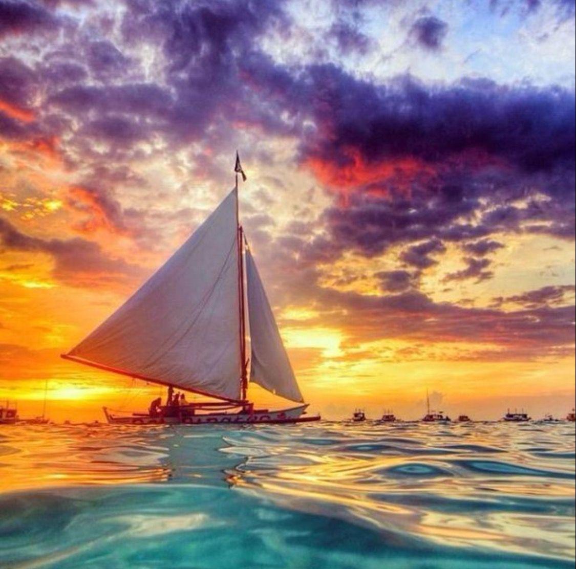 Atardecer en alta mar