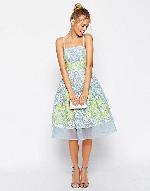 b04c561d70 Платье для выпускного с отделкой кружевом и аппликацией ASOS Salon ...