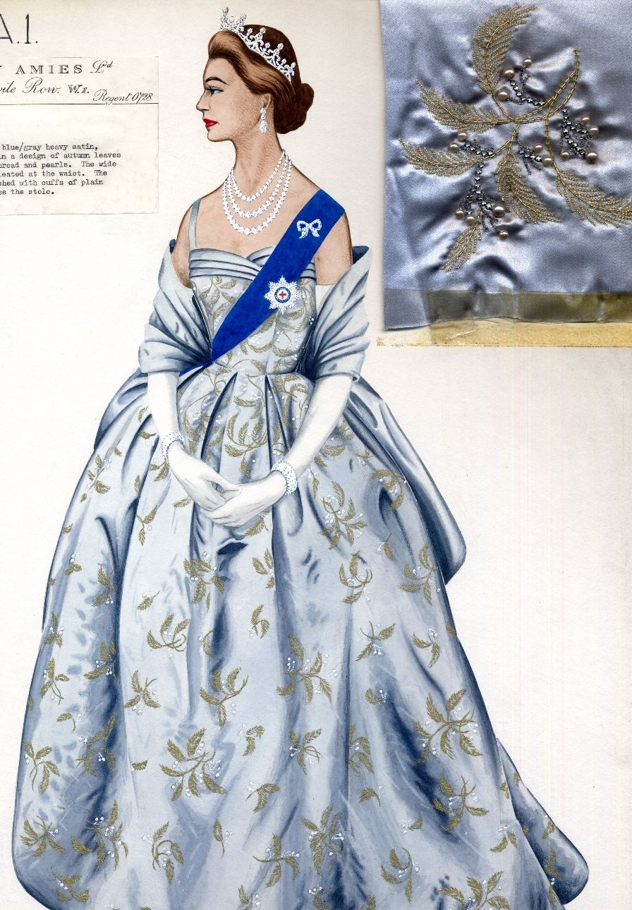 Queen In Hardy Amies Queen Fashion Royal Costume Fashion [ 1290 x 896 Pixel ]