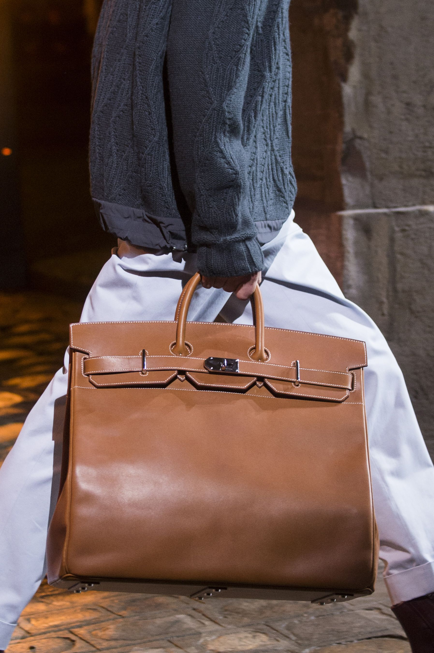Sacs À Main Pour Hommes. Hermes Fall 2018 Men s Fashion Show Details - The  Impression  mensaccessoriesbags Maison Hermes, Hiver b0be8eeb994
