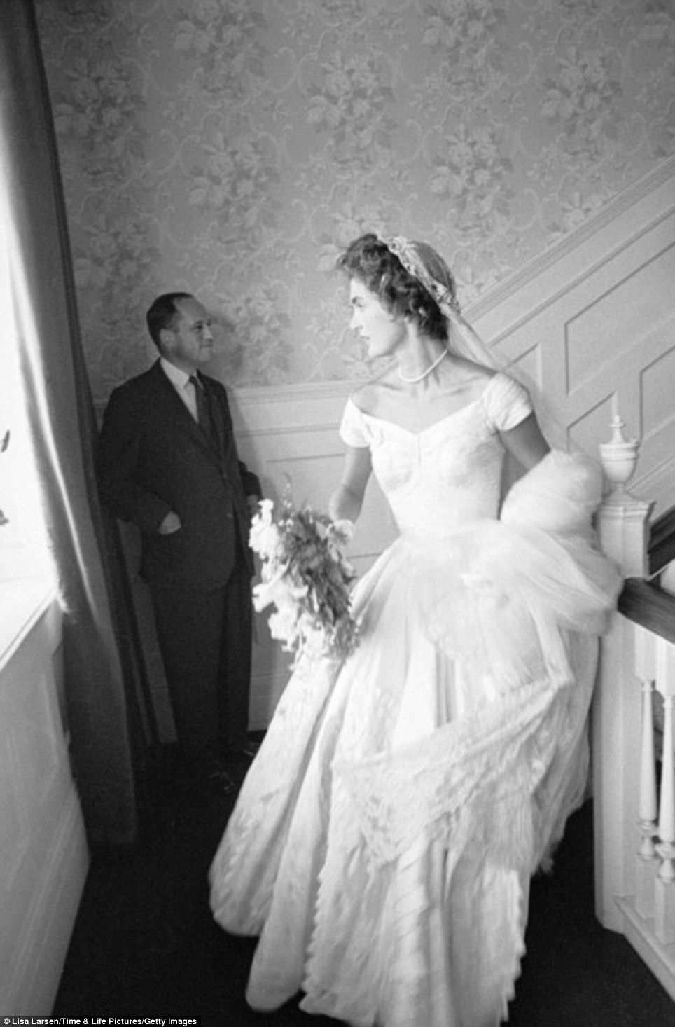 Unseen Pictures Give Behind The Scenes Glimpse Of Jfk Wedding Kennedy Wedding Dress Jackie Kennedy Wedding Wedding Dresses