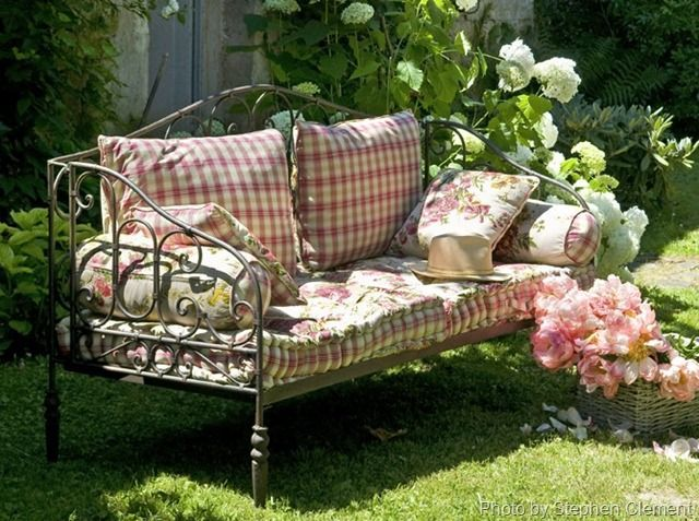 french cottage garden bed (Photo only) @lexir1973. Would like to have that.