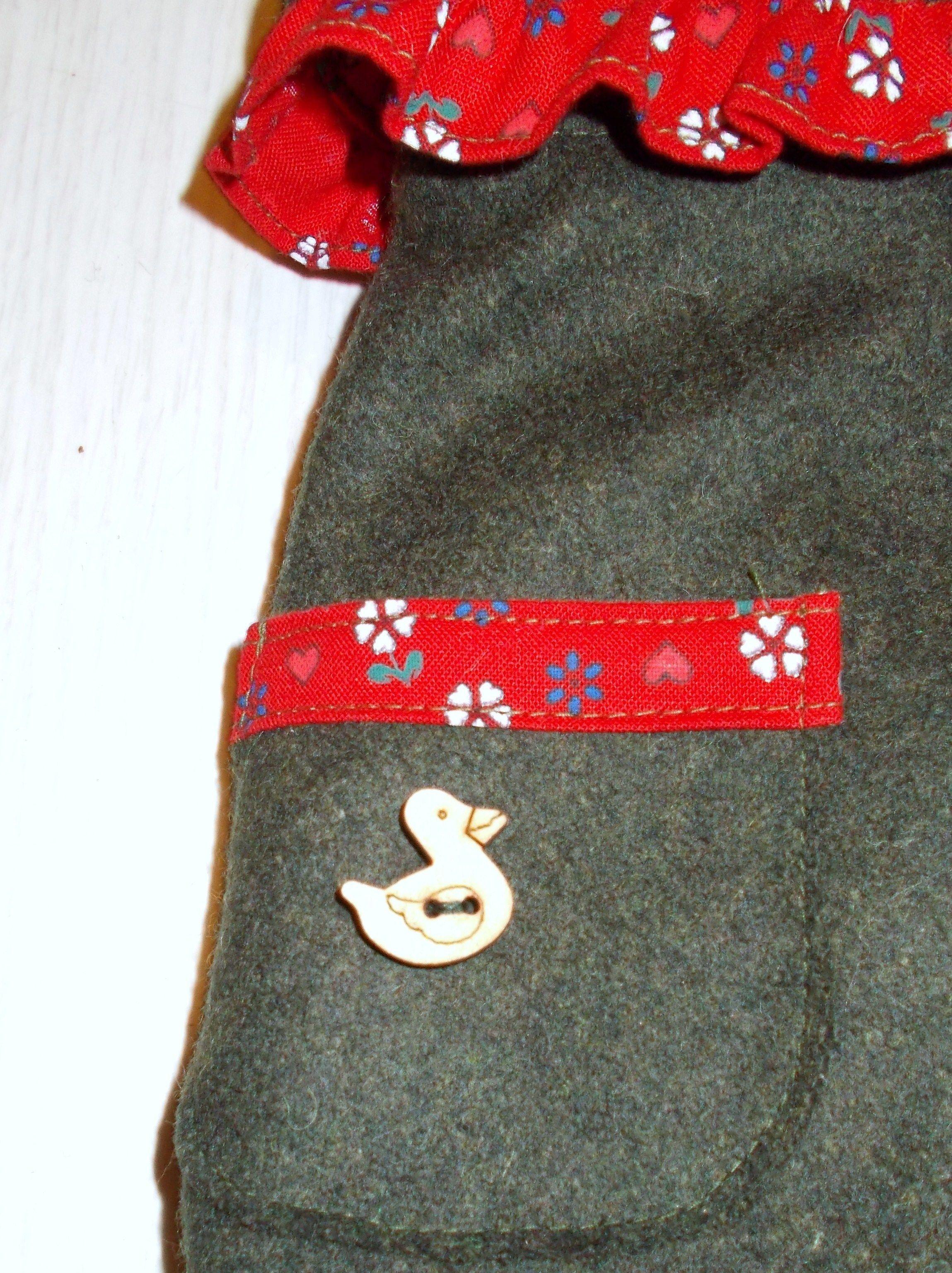 Particolare Loden modello femminile con bottone in legno