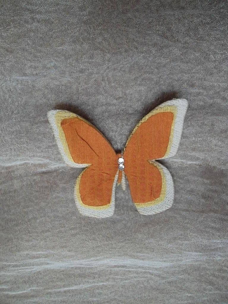 Farfalla termo-adesiva in tessuto avorio e organza gialla ed arancione con strass, per creare inserti di ImprontaCreativaMac su Etsy