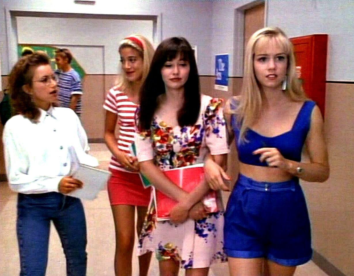 Beverly Hills 90210 girls in the hallway Andrea Zuckerman, Donna ...