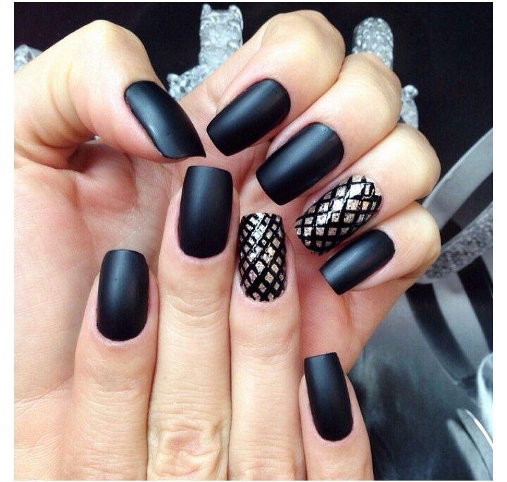 Uñas negras mate y dorado | Uñas | Pinterest | Beauty nails ...