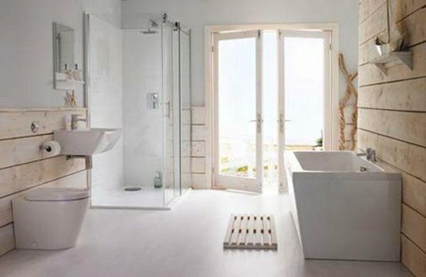 Weißes-badezimmer-im-landhausstil- Badewanne Und