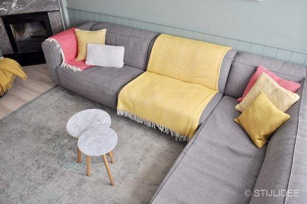 Witte Zomerse Woonkamer : Stylingtip haal de zomer in je woonkamer met styling van kussens
