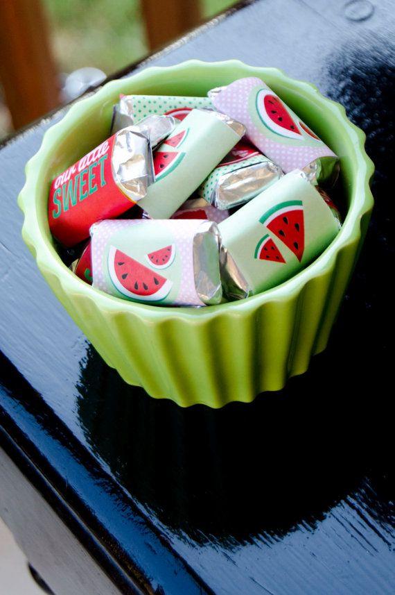 He encontrado este interesante anuncio de Etsy en https://www.etsy.com/es/listing/160533385/red-watermelon-party-printable-candy-bar