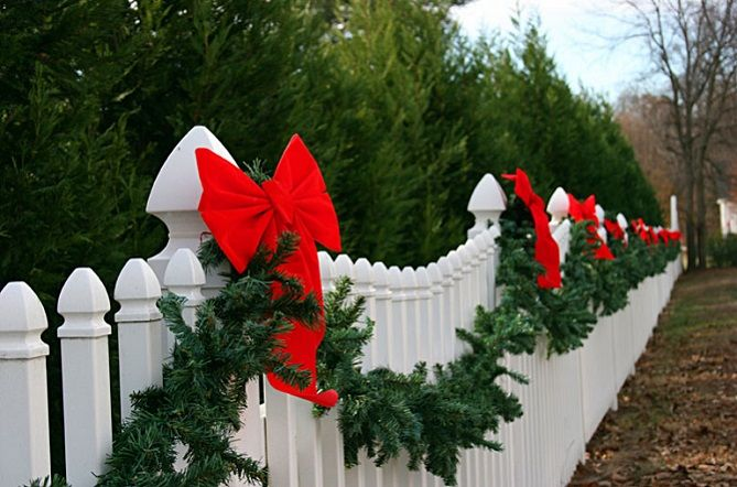 Outdoor Christmas yard decorations and ideas for lighting walkways,  decorating the yard for the holidays, and finding Christmas yard lights.