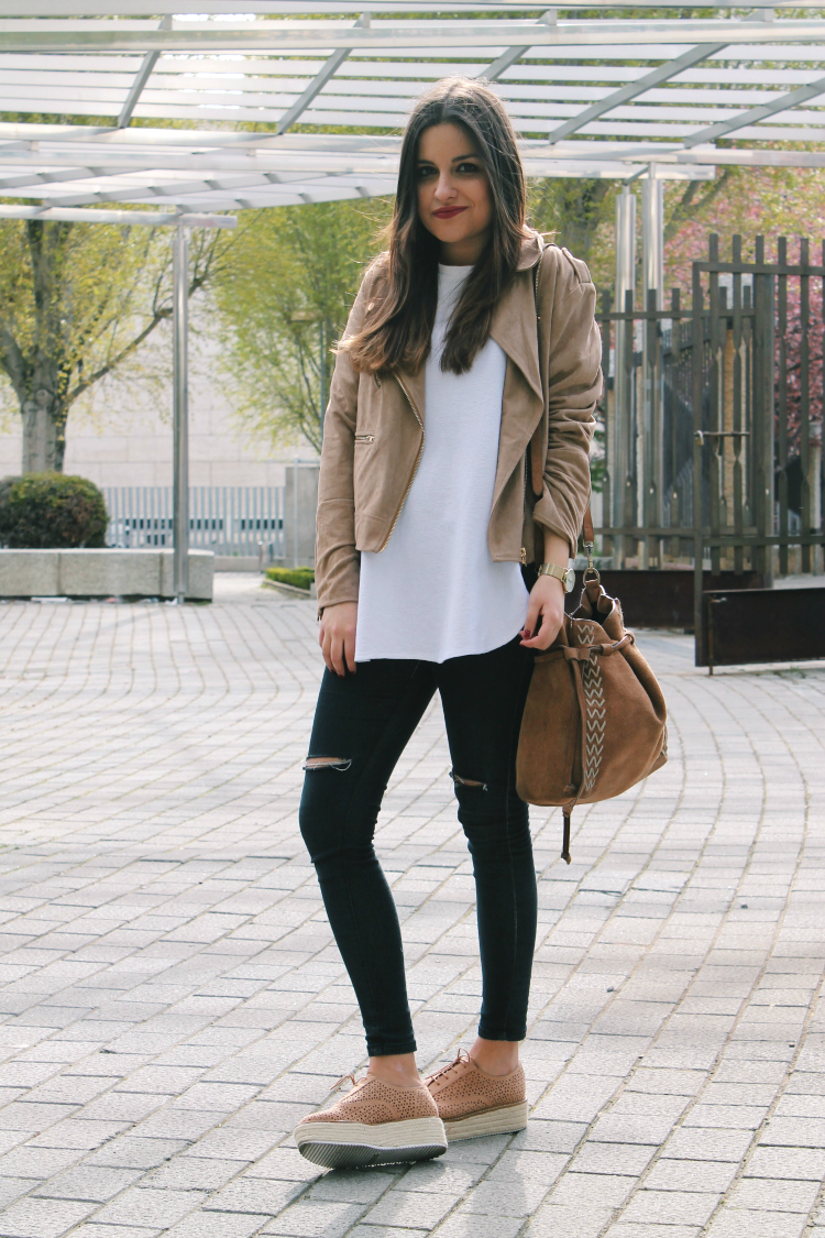 Spring Outfit Beige Suede Jacket Ripped Jeans And Platform Shoes | Outfit Green Olive ...