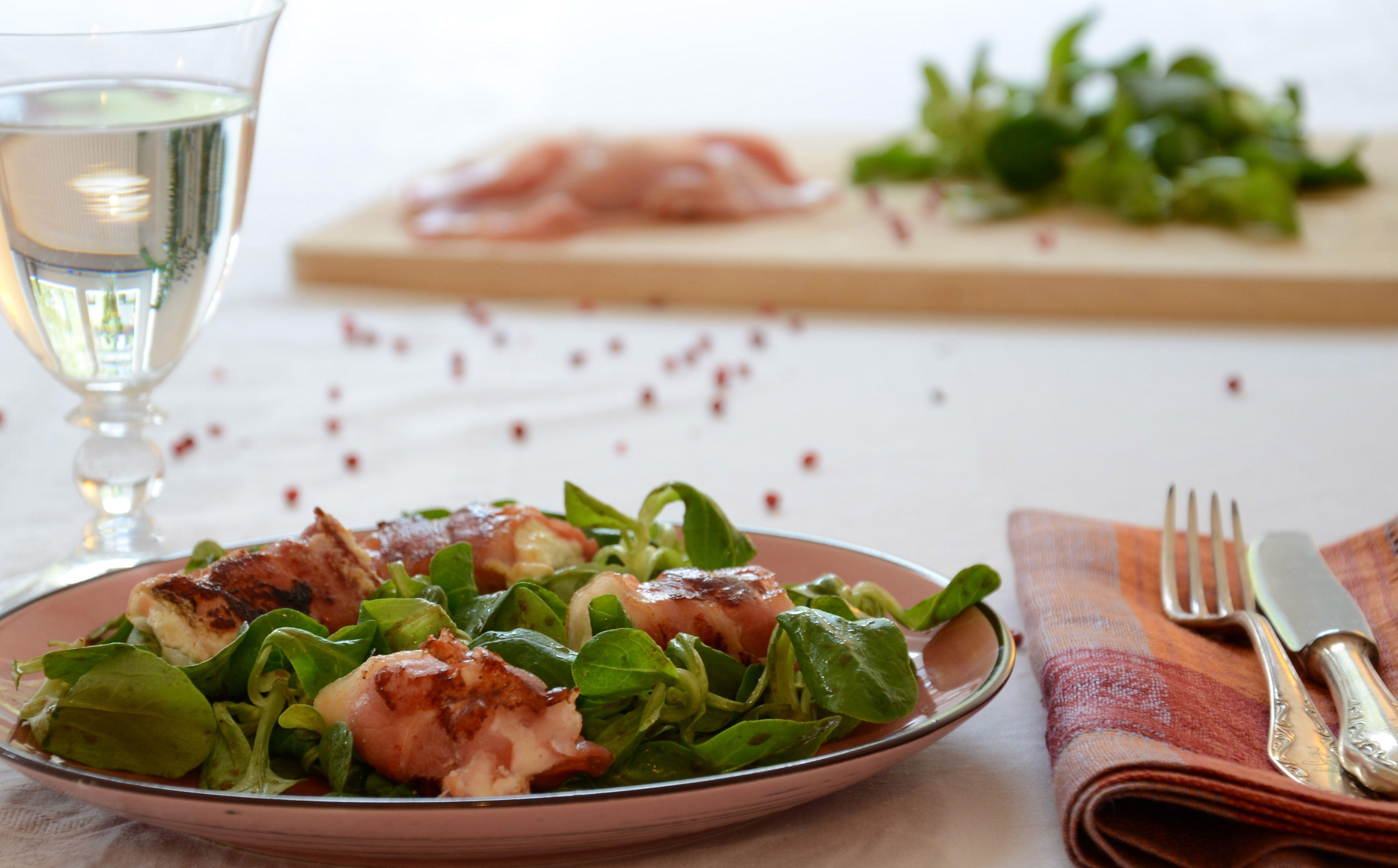 Drei Ideen, Feldsalat mal anders als mit Essig und Öl zu servieren: mit Kartoffeldressing, Ei-Dessing oder Bacon-Ziegenkäse-Talern.
