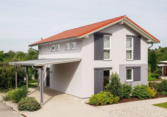 Fassadengestaltung einfamilienhaus rotes dach  Klassisches Einfamilienhaus #KOLORAT #Fassade #Haus | Haus ...